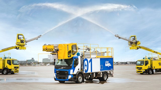 Aéro Mag and Republik unveil the world's first de-icing electric-powered truck